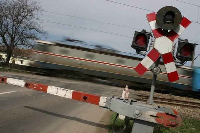 razie-bariera-tren-pasaj-cale-ferata